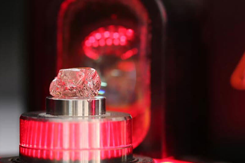 How to tell if a diamond was created in a lab?